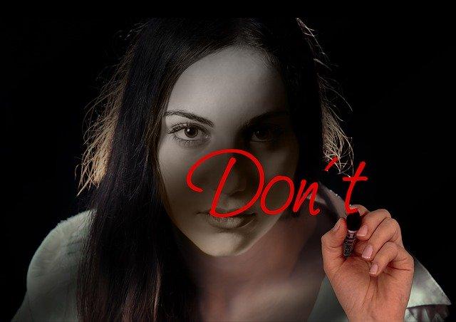 don't と書く女性
